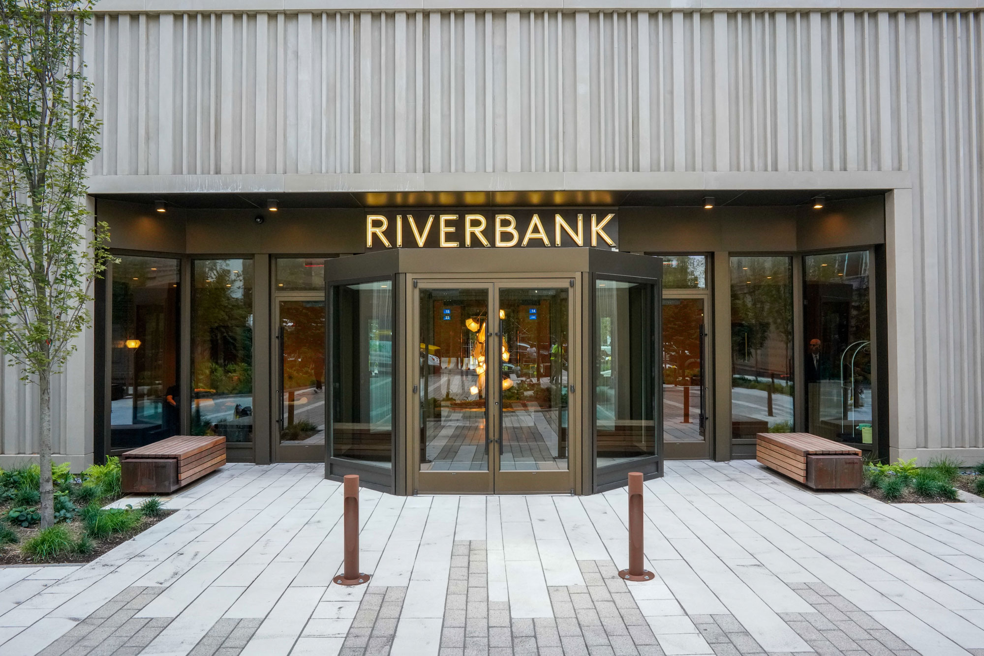 Riverbank West Courtyard & Terrace Project Image